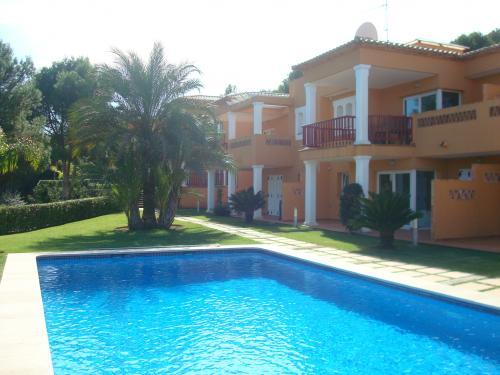 Propiedades en venta de casitas iberica en el montg for Piscina el carrascal