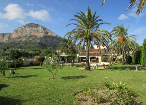 Grote Villa, Valls
