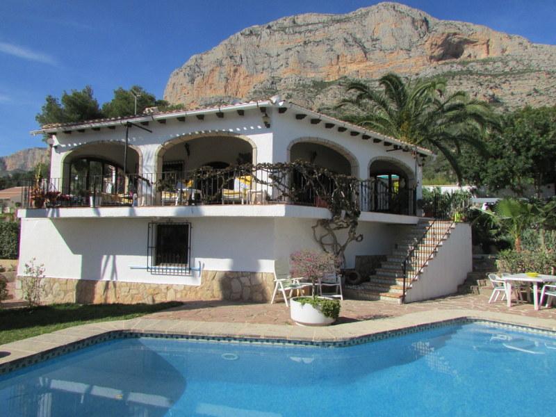 Villa, Montgo